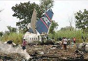 20071221205411-los-restos-del-avion-estrellado-en-nigeria-2006102920431907xm1.jpg