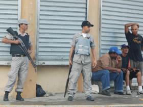20090617204717-policias-huelga.jpg