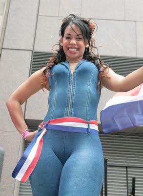 20110809001001-parada-dominicana-de-2009-mujeres-9.jpg