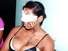 20091006205501-mujerplomerito.jpg