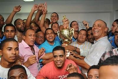 20100705205910-huellas-del-siglol-de-cristo-rey-campeones-baloncesto-2010.jpg
