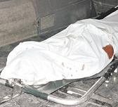 20110106213641-muere-al-caerle-pared.jpg